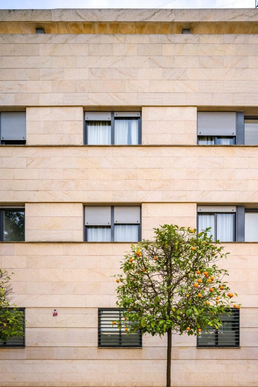 Vista frontal de la fachada