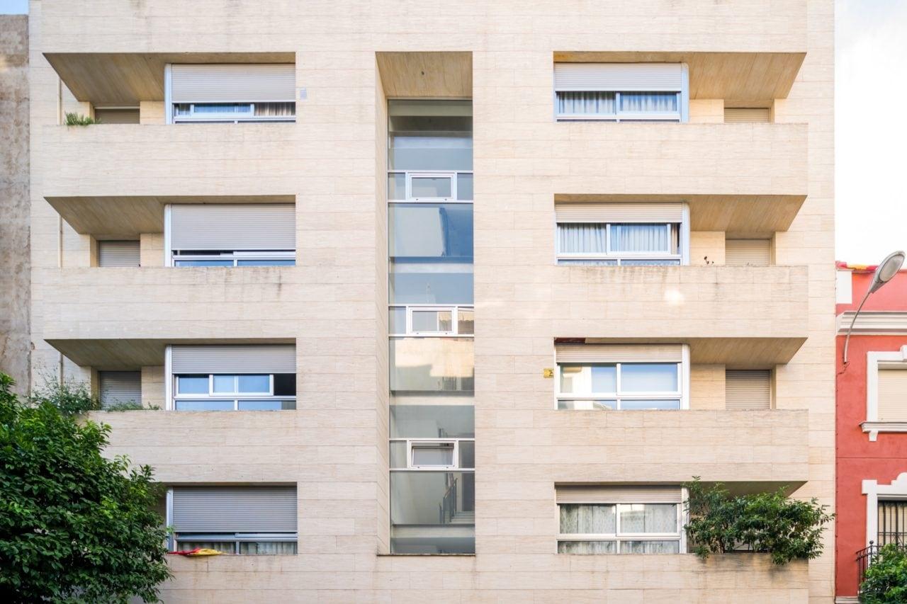 Fachada frontal del edificio Monte Carmelo 32