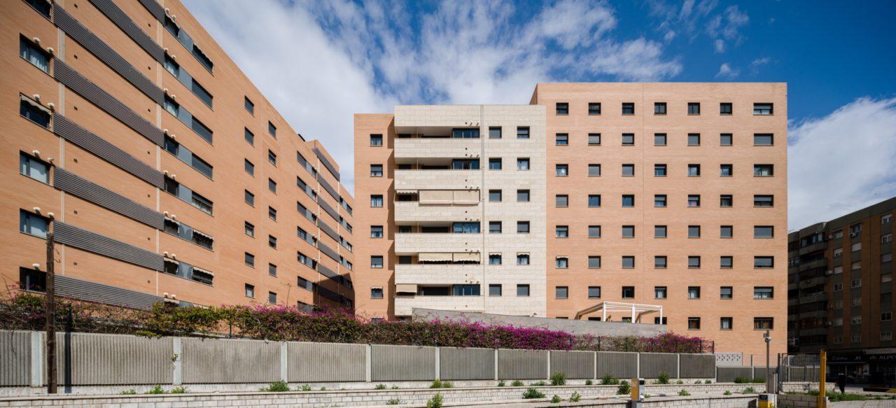 Vista lateral del complejo residencial Puerta del Mar