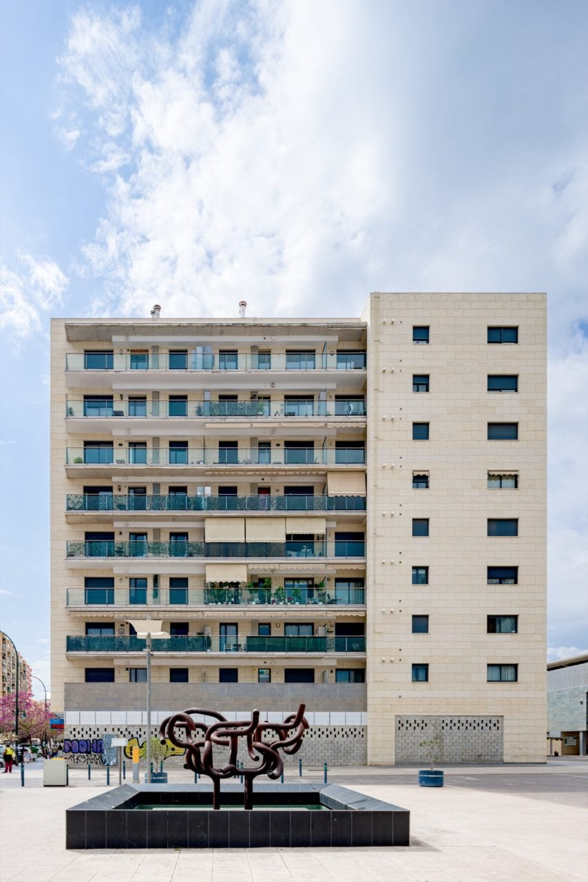 Una de las fachadas laterales del edificio en la que se aprecian las terrazas