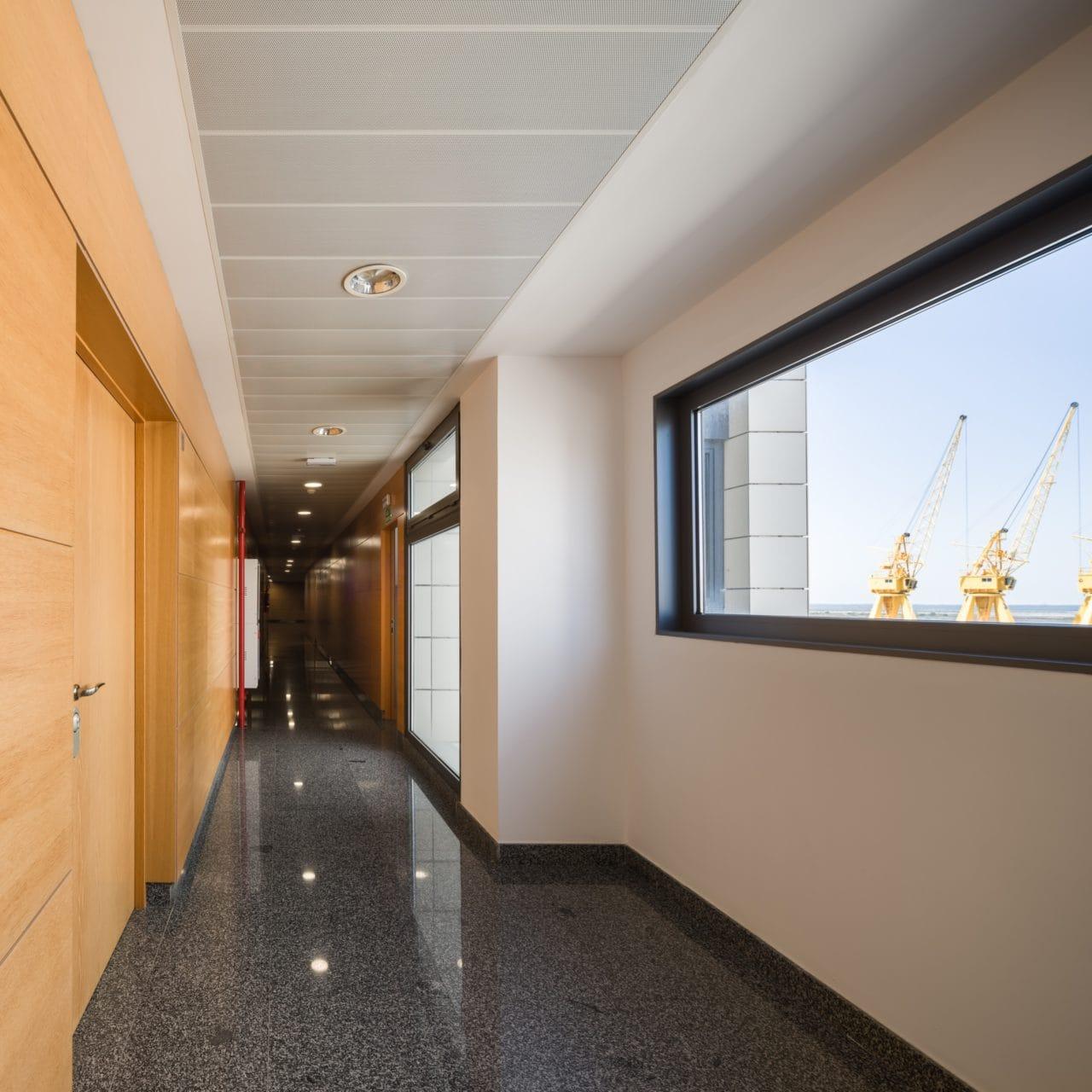 Detalle de uno de los pasillos interiores del edificio