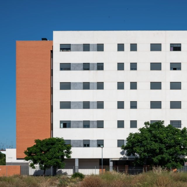 Vista de la fachada del edificio Puerta Amate