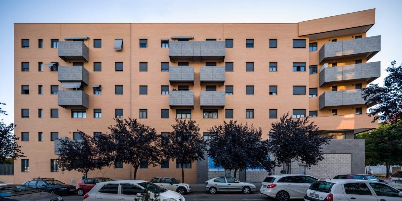 Vista panorámica frontal de la fachada principal