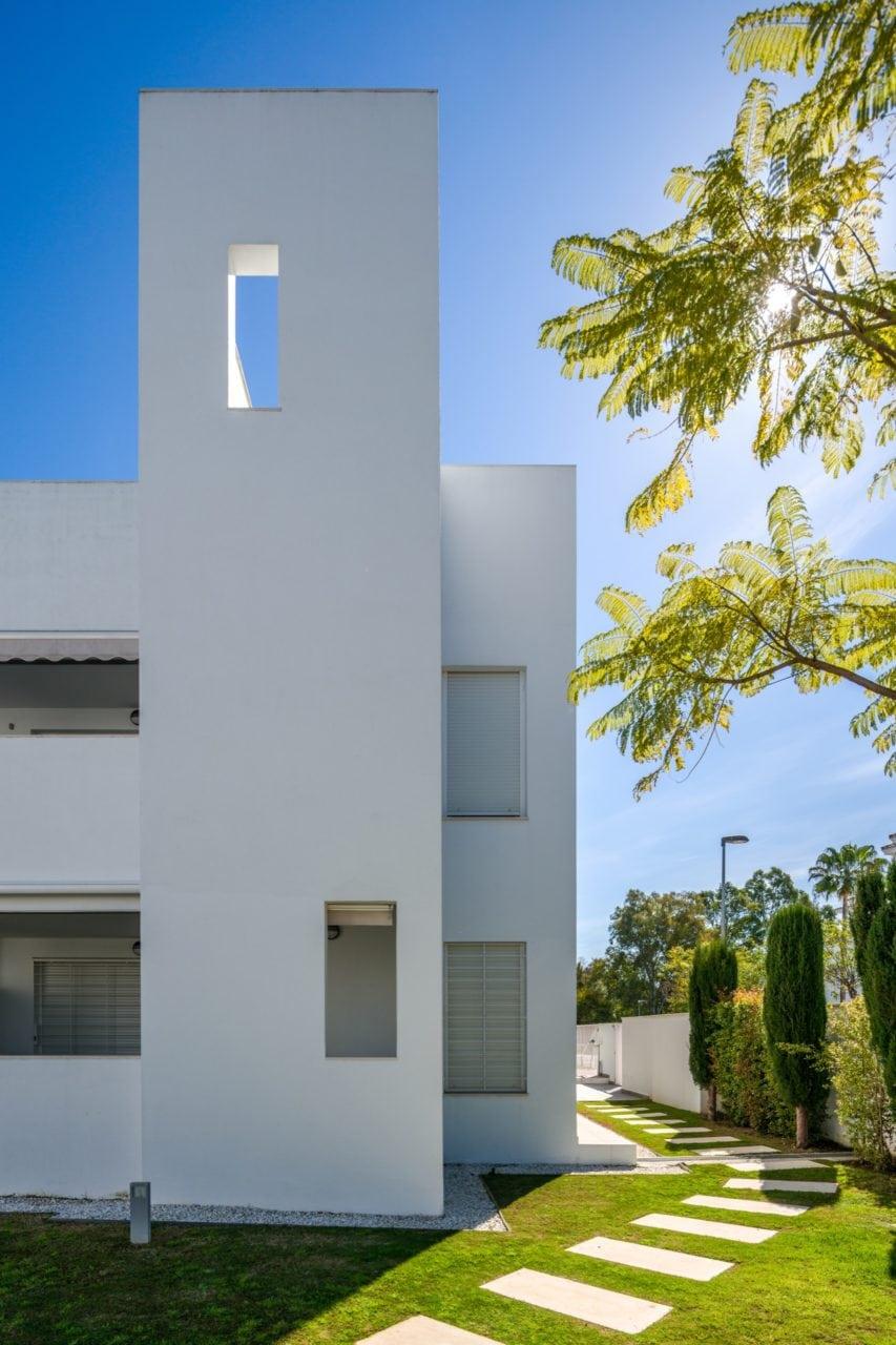 Detalle de una de las terrazas en las que se aprecia el juego de luces con la luz solar