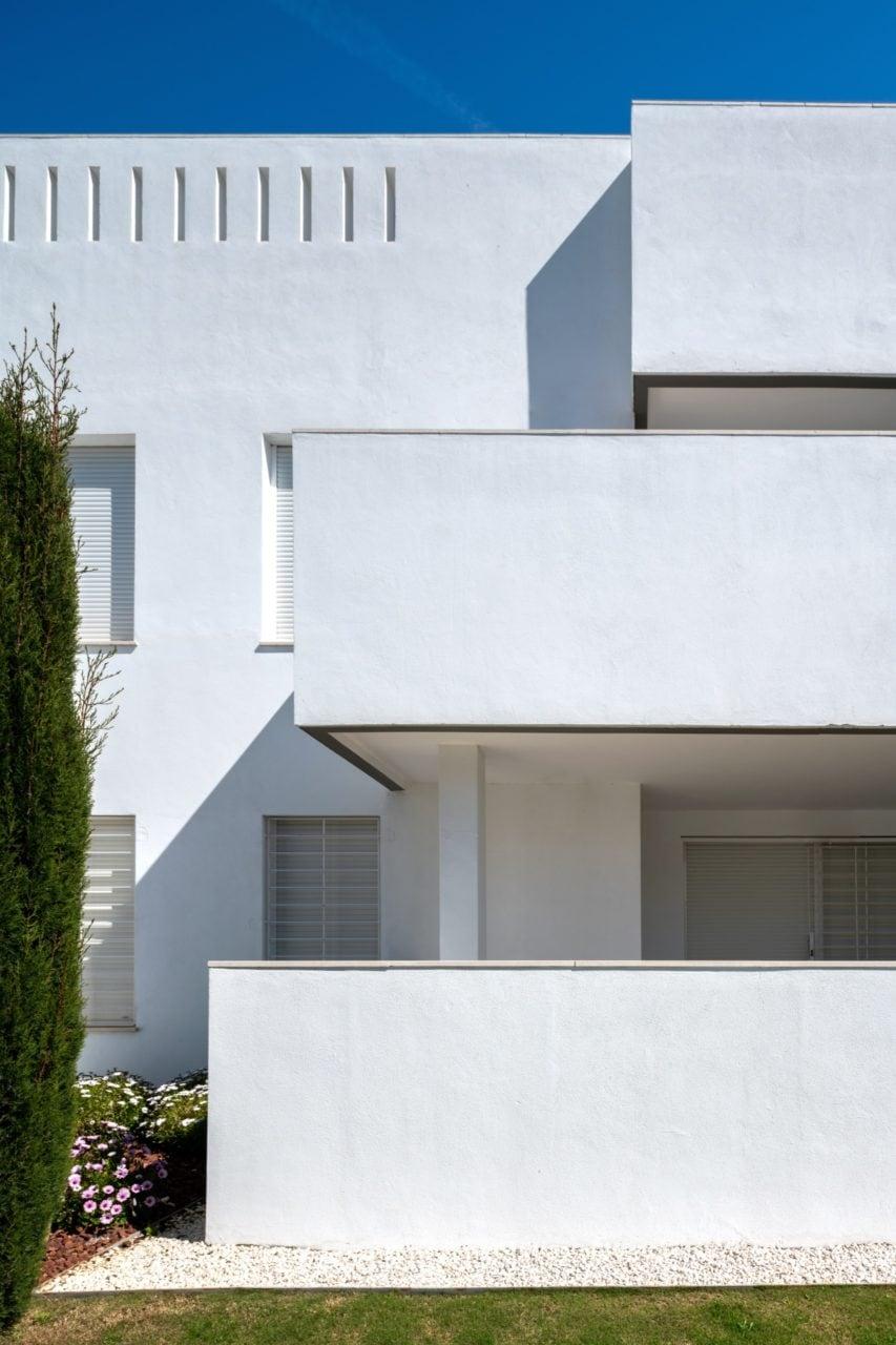 Detalle de las terrazas y zona ajardinada de una de las viviendas