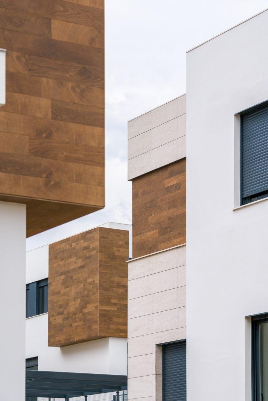 Composición en la que se aprecian los difertentes materiales empleados en la construcción de las viviendas