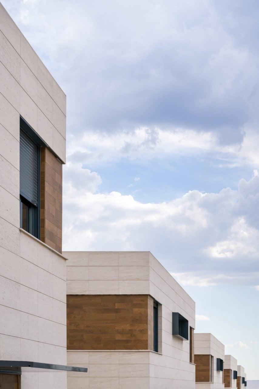 Alineación de las viviendas del programa residencial Boadilla Essence