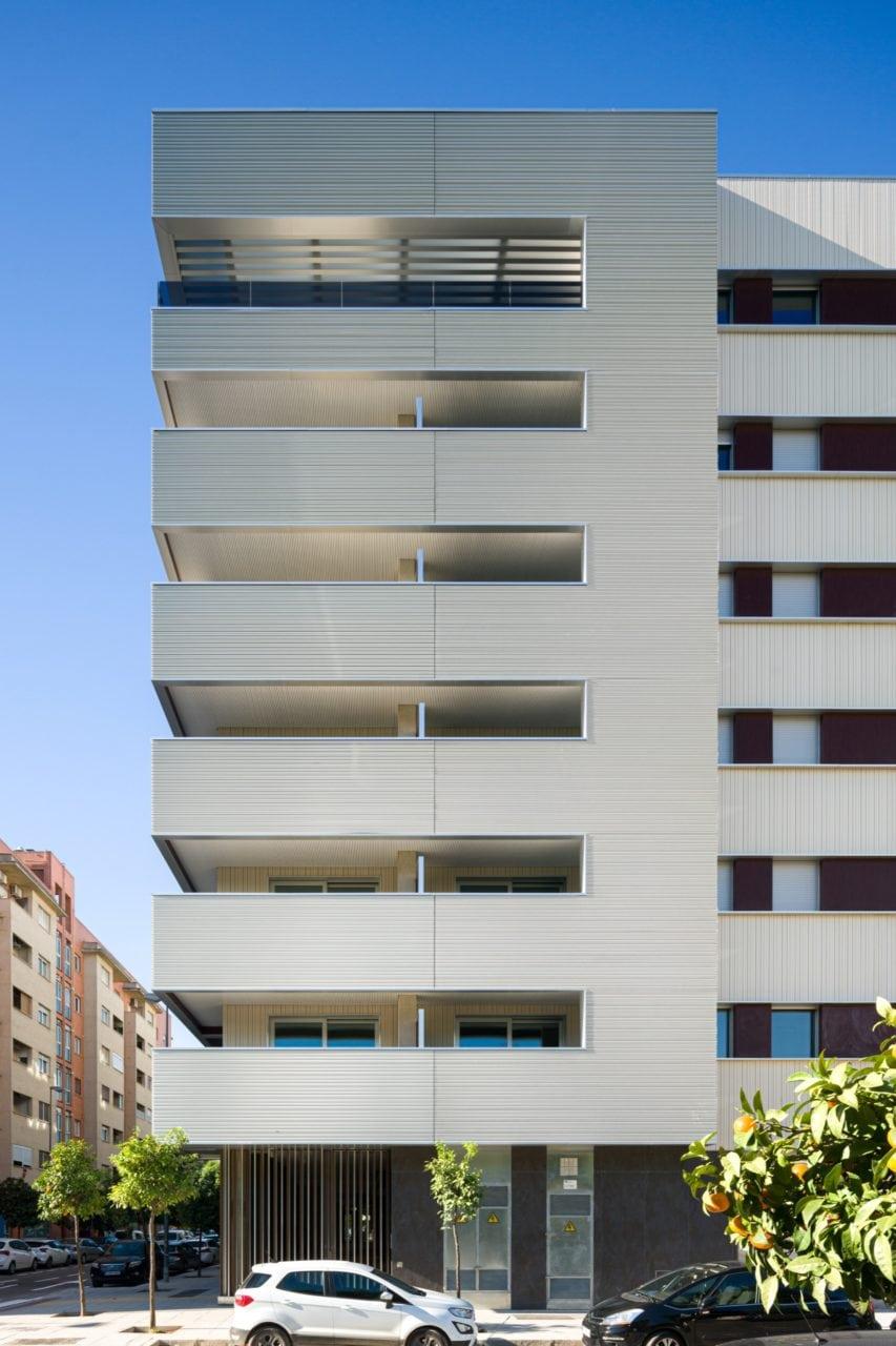 Vista de uno de los laterales del edificio