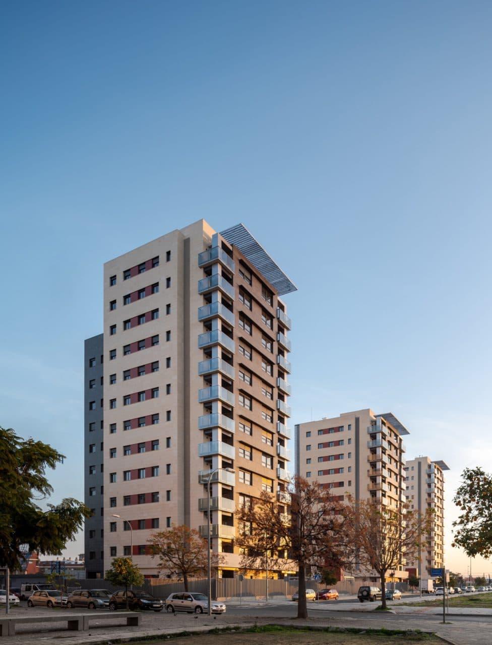 Vista panorámica de las tres torres de Residencial Pineda Parque
