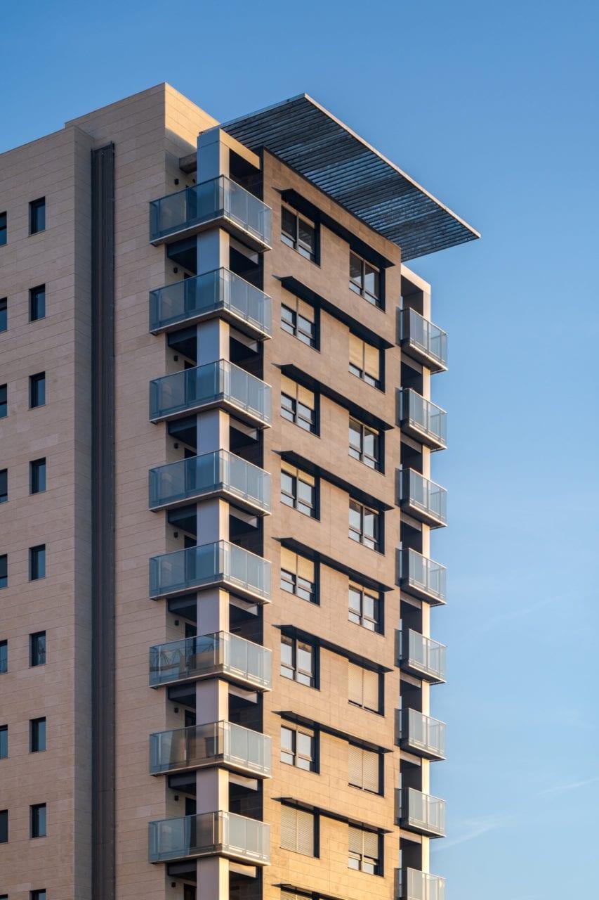 Una de las torres de Residencial pineda Parque
