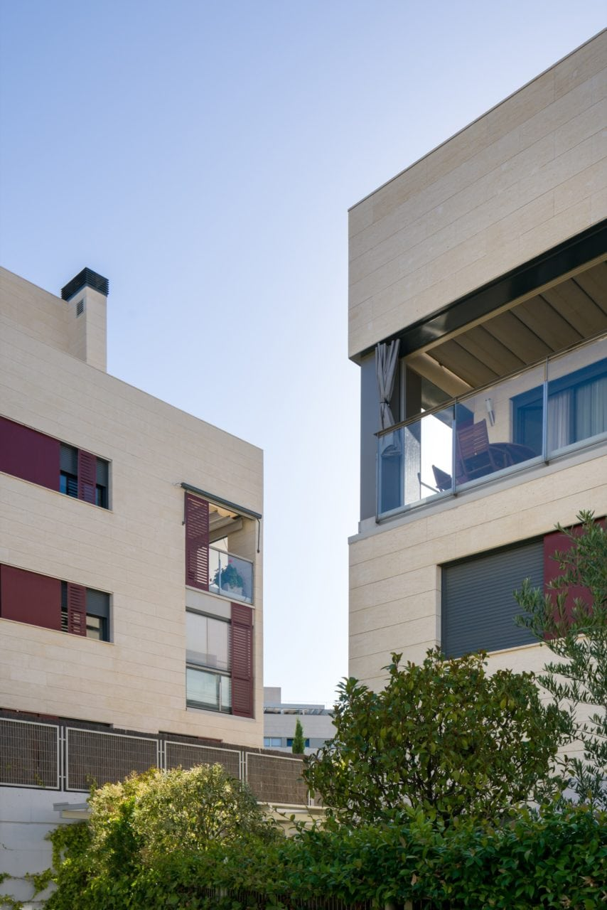 Composción en la que se ven las terrazas de dos de los bloques construídos