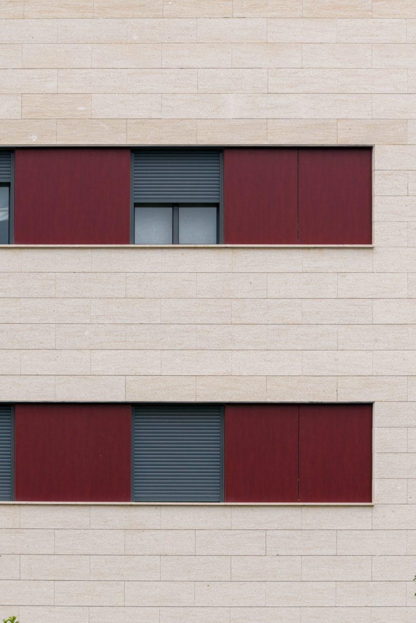 Detalle constructivo de las ventanas de una de las fachadas