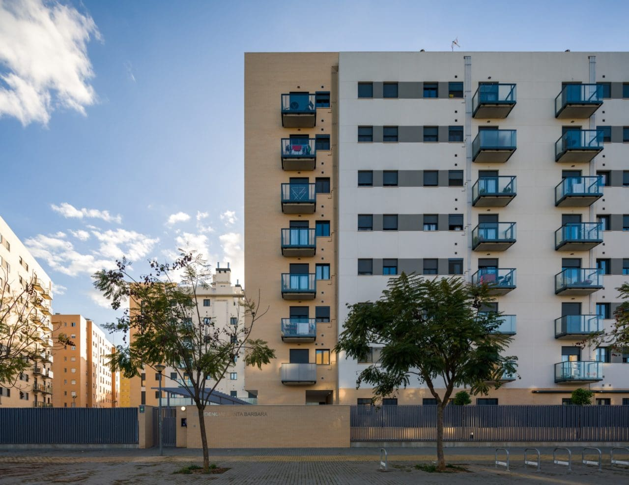Acceso a la urbanización Santa Bárbara