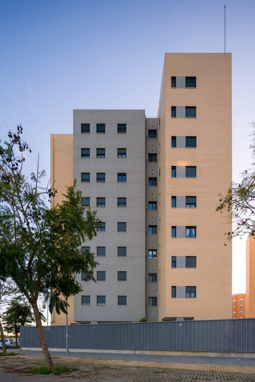 Vista lateral del complejo residencial